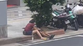 光天化日下驚見林森X路邊有女子幫遊民打手槍鬧上新聞!