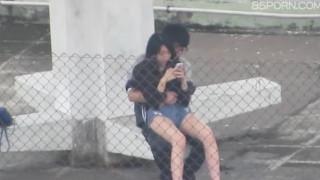 【線上看影片】香港女孩天台口交影片流出!!现在的小情侣们太大胆了!!