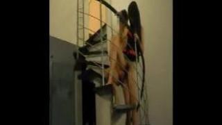 [自拍露臉]睡覺前先在樓梯做!老婆讓我看她新買的睡衣~裡面當然沒穿囉(有影)