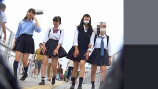 真‧偷拍神人!!不管站著坐著 只要是高中妹內褲顏色都引人遐想 25