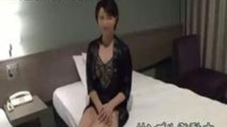 【寝取られ】巨乳人妻が、3P初体験!スケスケ下着をつけて、エッチ!中出ししちゃう! by erojp.xyz