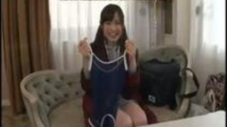【無料エロ動画】抱きしめたら折れそうな童顔美少女をホテルに連れ込み即ハメ!