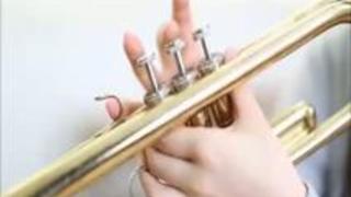 【あやみ旬果】1人で自主練中の後輩に楽器の代わりにチンコを咥えさせフェラ抜きさせる先輩