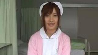 【成瀬心美】小柄ながらもおっぱいはデカイエッチな看護師!!小さなお口で巨根を相手に頑張る!