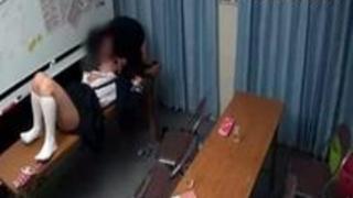 【巨乳動画無料】とある進学塾でちら見された問題映像。真面目そうな女教え子が喰われちゃってます・・・