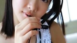 【コスプレ】超絶かわいいメイド少女が無毛な恥丘を大胆披露する過激イメージ