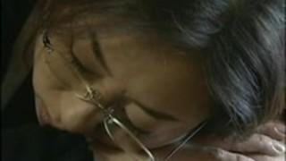 ヘンリー塚本:薬で眠らされた挙句に年老いたチ○ポで犯され、中出しされる熟女家政婦
