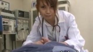 アジアの看護師は患者の口頭経験を与える