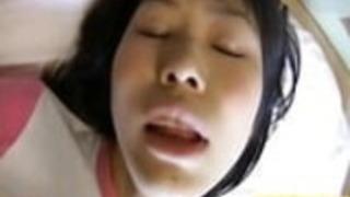 彼女のデビューでセックスを探求する田島葵小柄なティーン