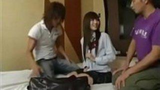 【麻倉憂69】制服で微乳の女子校生JK美少女の、麻倉憂の69フェラ3Pセックスsexプレイがエロい。【xvideos動画】