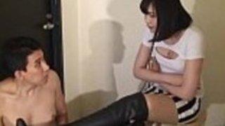 日本人ドミナトリックスHDでブーツを舐める