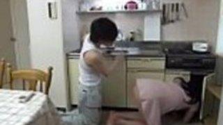 配管工で犯された日本の家庭教師