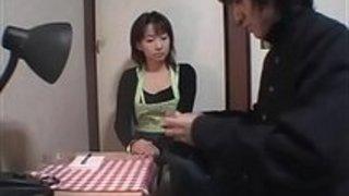 手コキ母親が息子を手コキ日本人動画