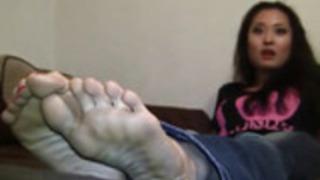 日本からのアンドレアの女の子の足