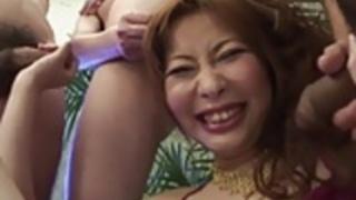 日本のティーンは、テストに入れて彼女のセックスのスキルを取得します