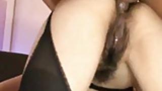 毛深いかわいい日本の女の子は、ホット肛門性交を持って