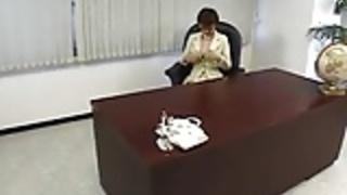 オフィス·バイPACKMANSで日本人女性ボスホーニー