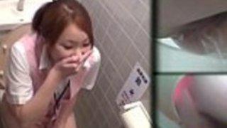 日本の赤ちゃんに放尿