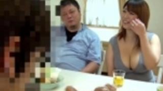 久しぶりに会った奈穂おばさんはパツパツに衣服からこぼれそうなHカップ肉感ボディで目のやり場に困る豊満に熟した淫乱ボディと初めての生チ○ポSEXすることに…葉月奈穂葉月菜穂