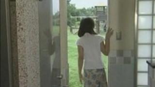 【ヘンリー塚本】浮気をした夫への仕返しで不倫を始めた熟女妻。ファックする場所は公衆便所!