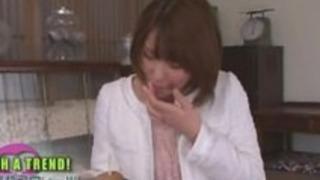 日本人女子アナがアナル舐めとフェラした
