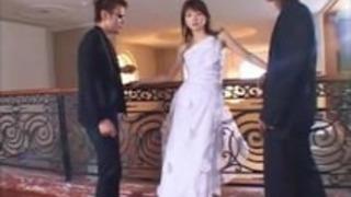 (한)결혼식장에서 신부 따먹는 남편친구 2명