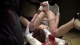 日本のオフィス女の子が捕らえられて屈辱を受ける#2