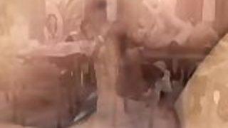 【無修正】【集団プレイ】卑猥なJKたちが教室で集団プレイFUCK!巨チンをじっくりしゃぶり、2穴同時攻めされて大量発射される!