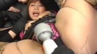 ファック·マシンでキュートな従順ギャルの激しい日本の女王様お仕置き
