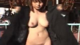 コートの下は全裸の美人【夏目ナナ】巨乳しかもムッチリです