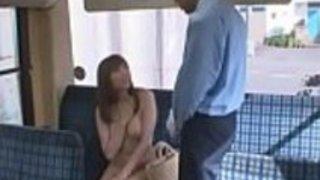 日本の大きなおっぱい牛乳がバスチケットを忘れた - もっとElitejavhd.comで