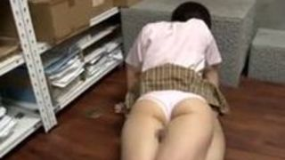 【篠田ゆうM男】激かわな女子高生の、篠田ゆうのM男足コキプレイエロ動画。【Sharevideos】