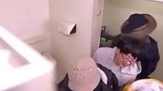 【蓮実クレア】「こんなヤツらで…妊娠しなきゃいけないの…」トイレに拘束されたキャットスーツの爆乳捜査官が浮浪者たちに着床必至な悪魔の薬を盛られ輪姦中出しレイプされる【巨乳アダルト動画】