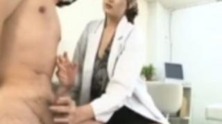【村上里沙】患者さんのチンコを触診して精子をすべて抜く美女女医